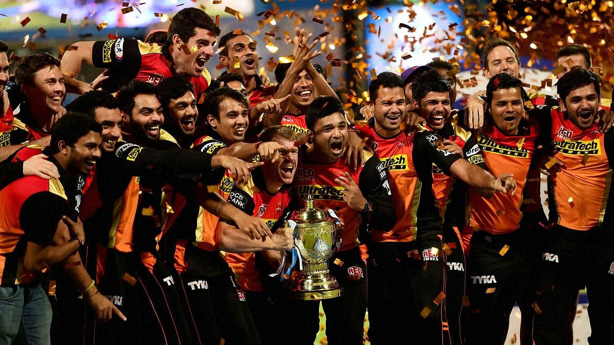 The Sunrisers Hyderabad team celebrate with the IPL trophy. (Photo: IANS)