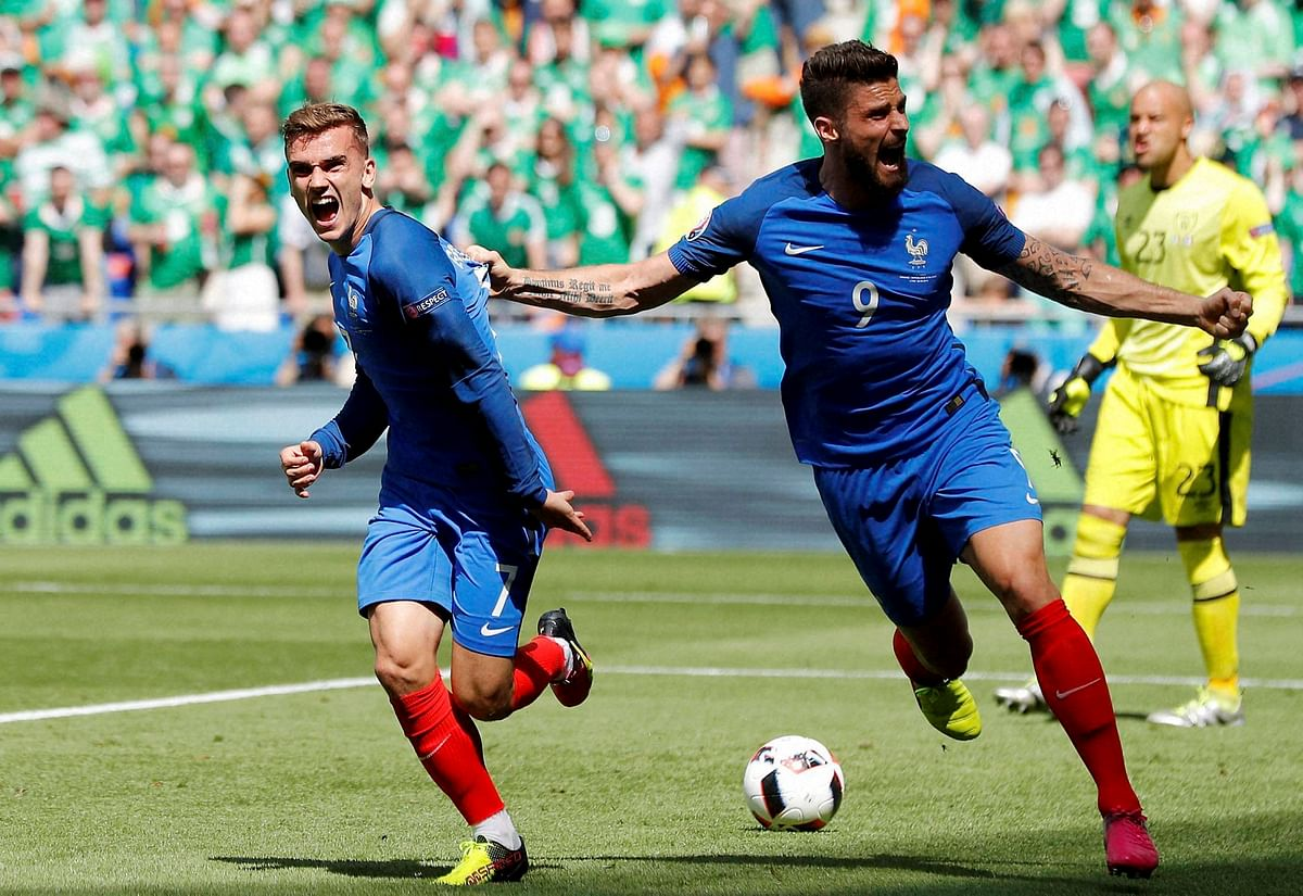France's Antoine Griezmann, left, celebrates with his teammate Olivier Giroud after scoring his side's first goal, during the Euro 2016 round of 16 match between France and Ireland. (Photo: AP)