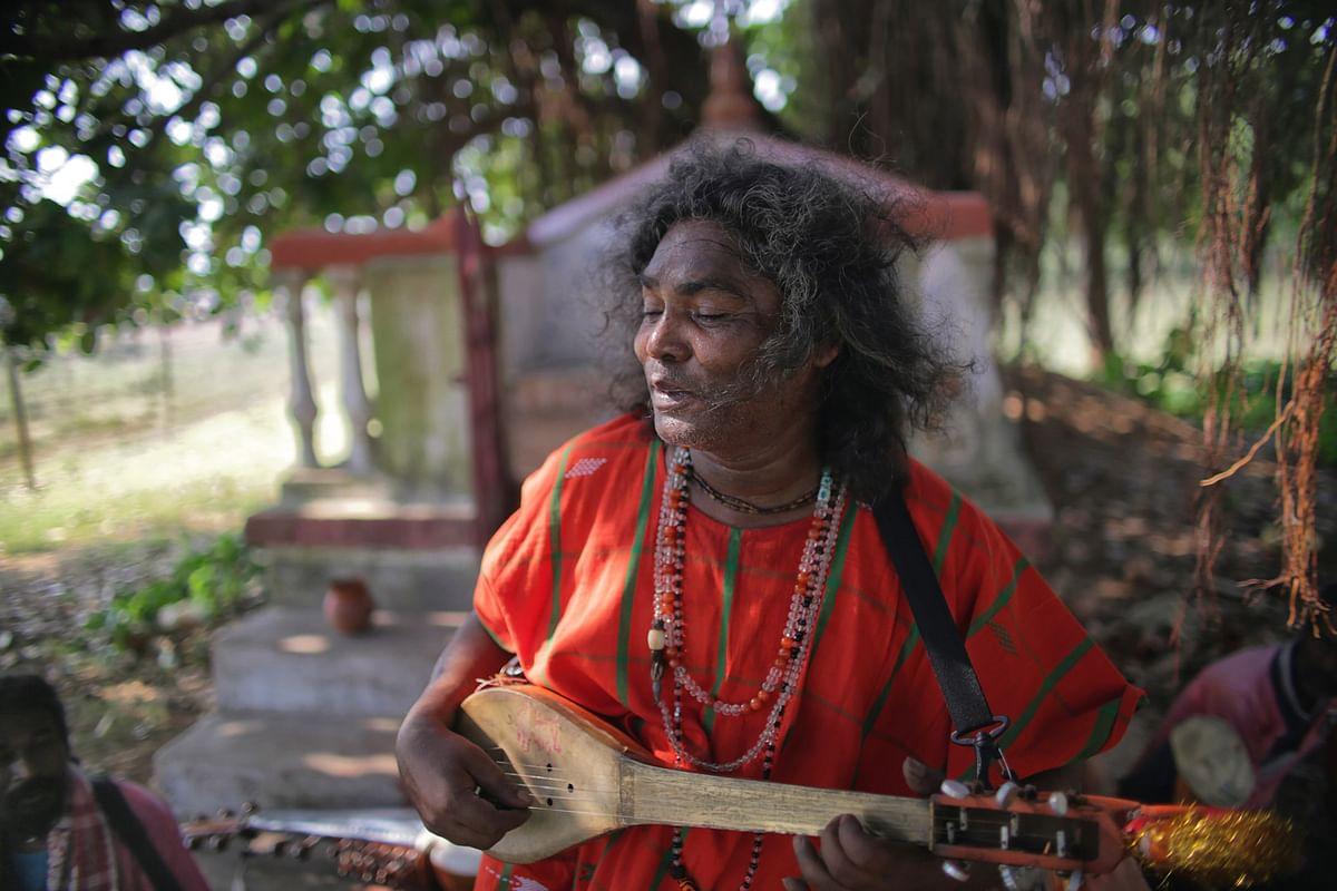 Tarak Das Baul, performs near Santiniketan, West Bengal.  (Photo: Souvid Datta)