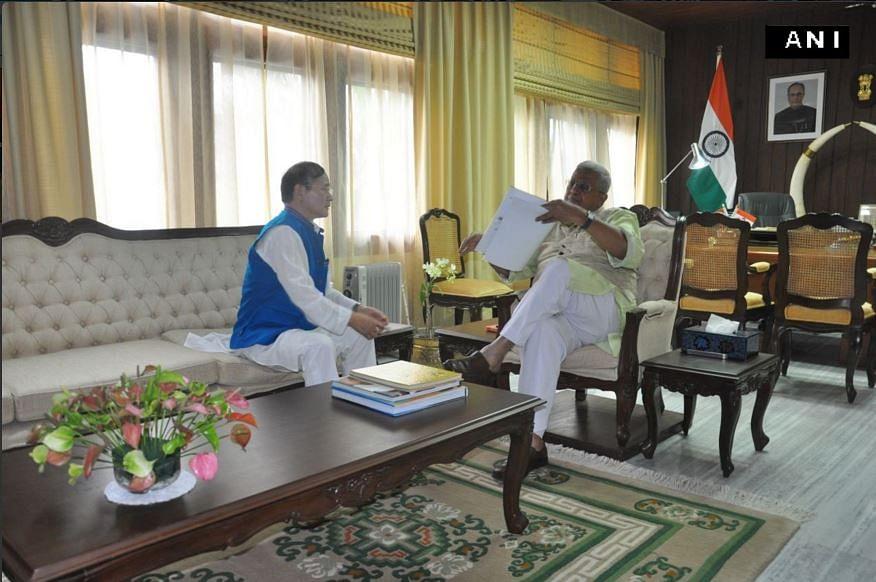 Arunachal Pradesh's  Congress Chief Minister Nabam Tuki  submitting  his resignation to Governor Tathagata Roy at the  Itanagar Raj Bhavan. (Photo: ANI)