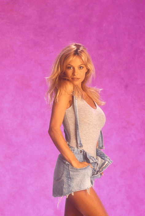 """Pamela Anderson looks gorgeous in her natural look. (Photo Courtesy: <a href=""""https://twitter.com/chaebellawatts/status/743994563245780992"""">Twitter/@chaebellawatts</a>)"""
