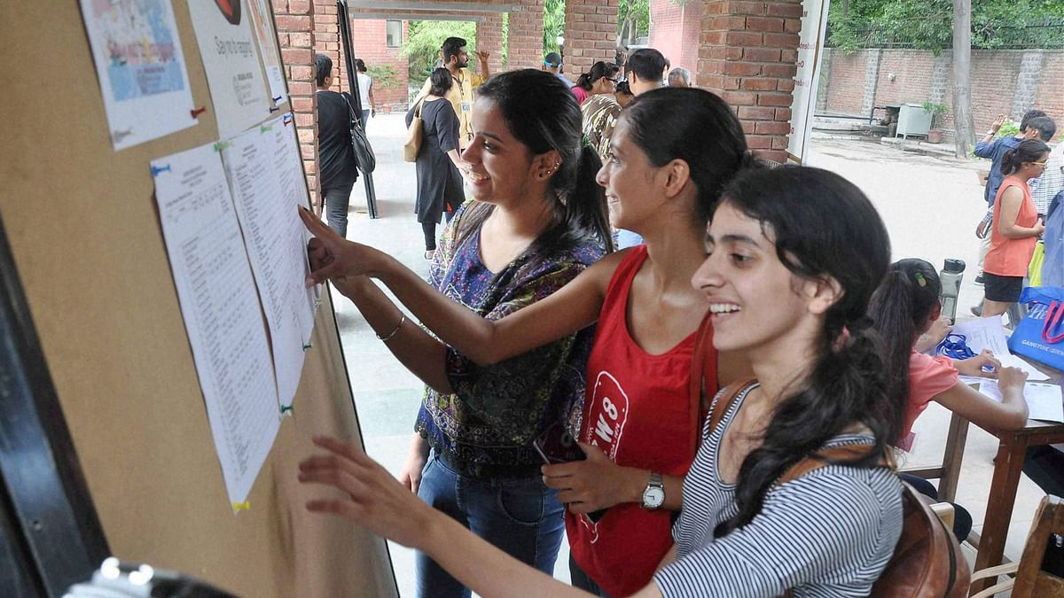 Students checking the admission lists on Friday, 30 June 2016. (Photo: PTI)