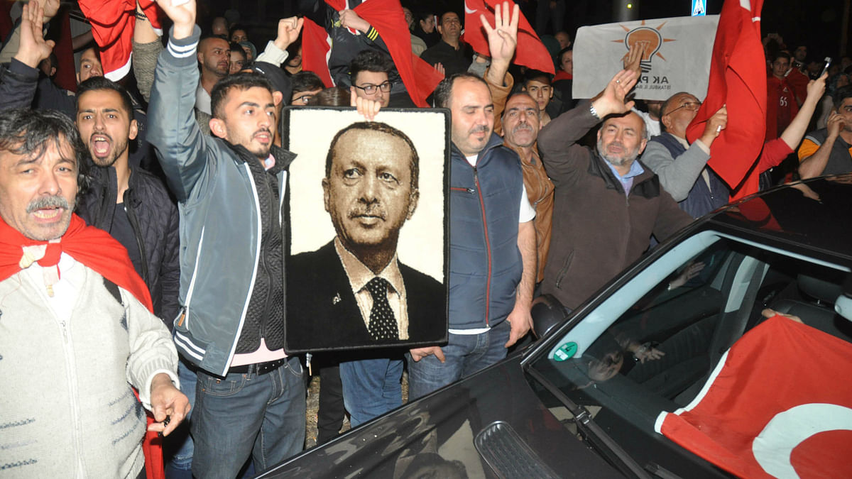 Supporters of Turkish President Recep Tayyip Erdogan demonstrate at the Turkish consulate in Stuttgart in Germany. (Photo:  AP)