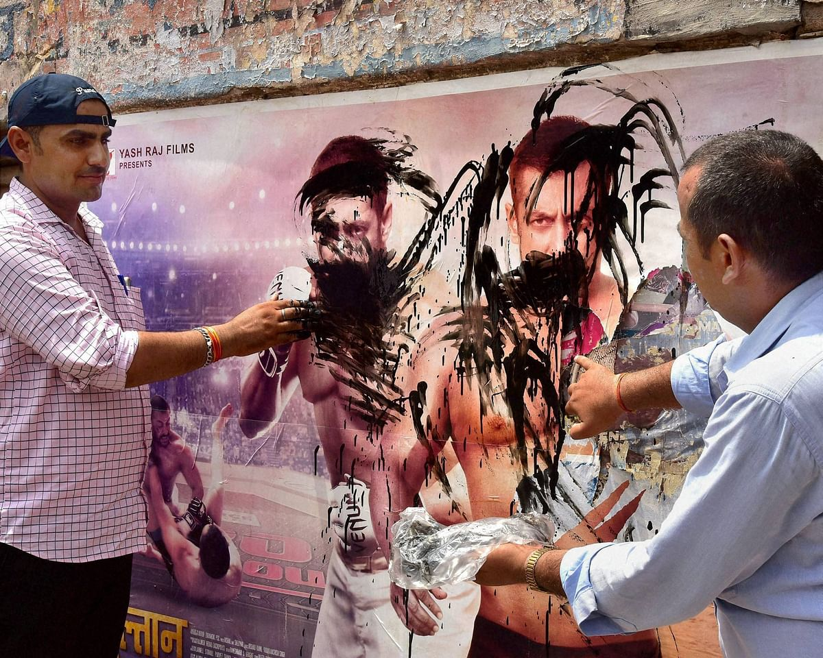 Members of the Bishnoi community painting black ink on poster of Salman Khan during their protest against the high court's decision to acquit Salman Khan in the chinkara poaching case, along with the blackbuck case. (Photo: PTI)