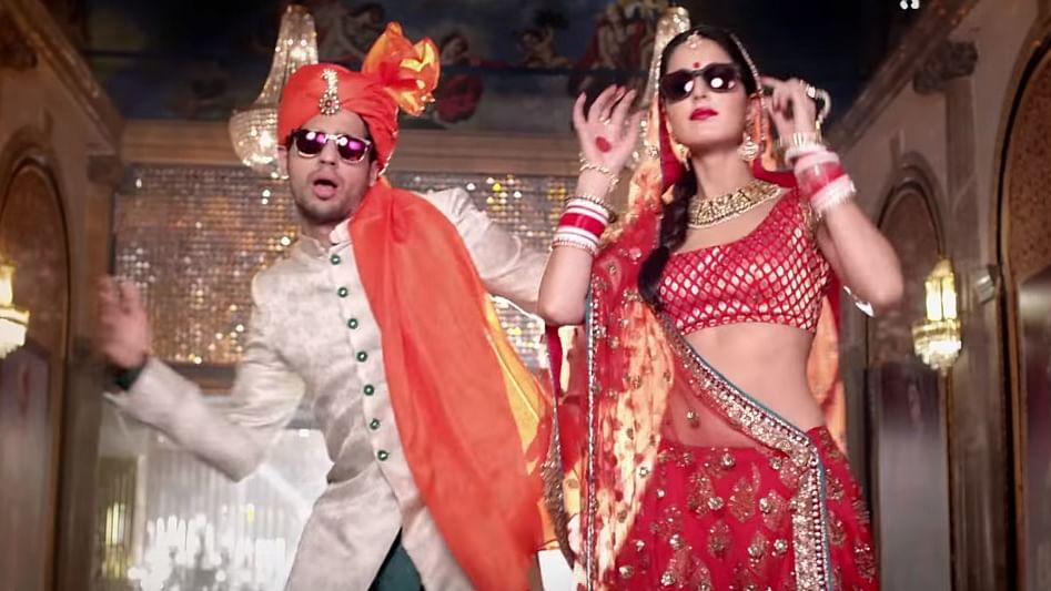 "Sidharth Malhotra and Katrina Kaif in a still from the <i>Kala Chashma</i> song. (Photo: YouTube/<a href=""https://www.youtube.com/channel/UCFFbwnve3yF62-tVXkTyHqg"">Zee Music Company</a>)"
