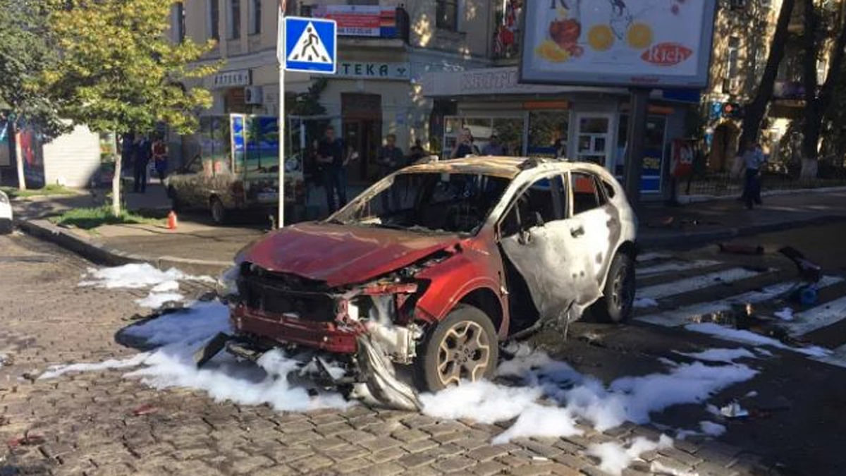 """The charred vehicle in which the explosion took place. (Photo: Twitter/<a href=""""https://twitter.com/Conflicts/status/755648487388246016/photo/1?ref_src=twsrc%5Etfw"""">ConflictNews</a>)"""