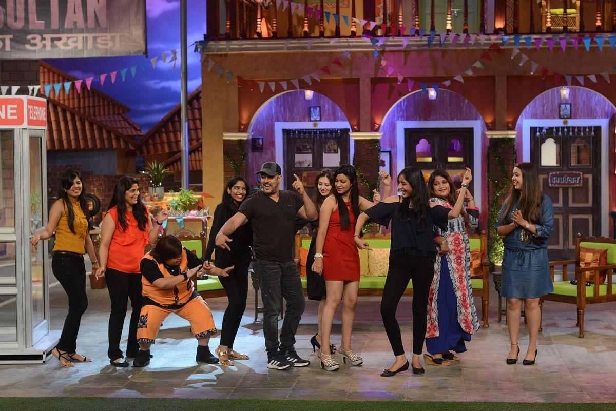 Salman Khan performs <i>Baby Ko Bass Pasand Hai</i> on the sets of <i>Comedy Nights Live</i>. (Photo Courtesy: Colors PR Team)