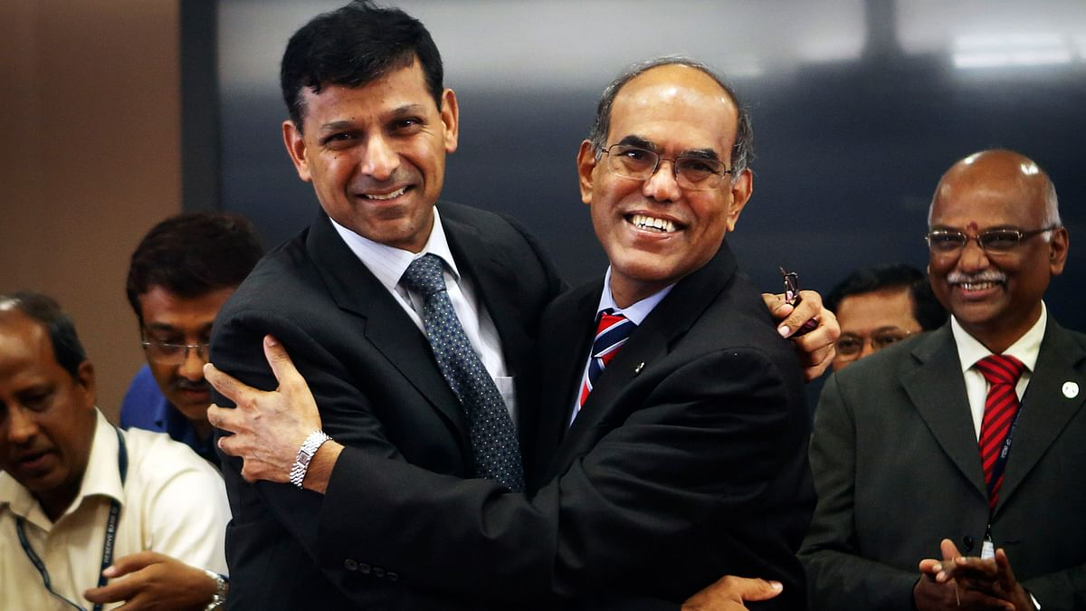 Former RBI governor Duvvuri Subbarao (right) along with  Raghuram Rajan, who took over as RBI governor in 2013. (Photo: Reuters)