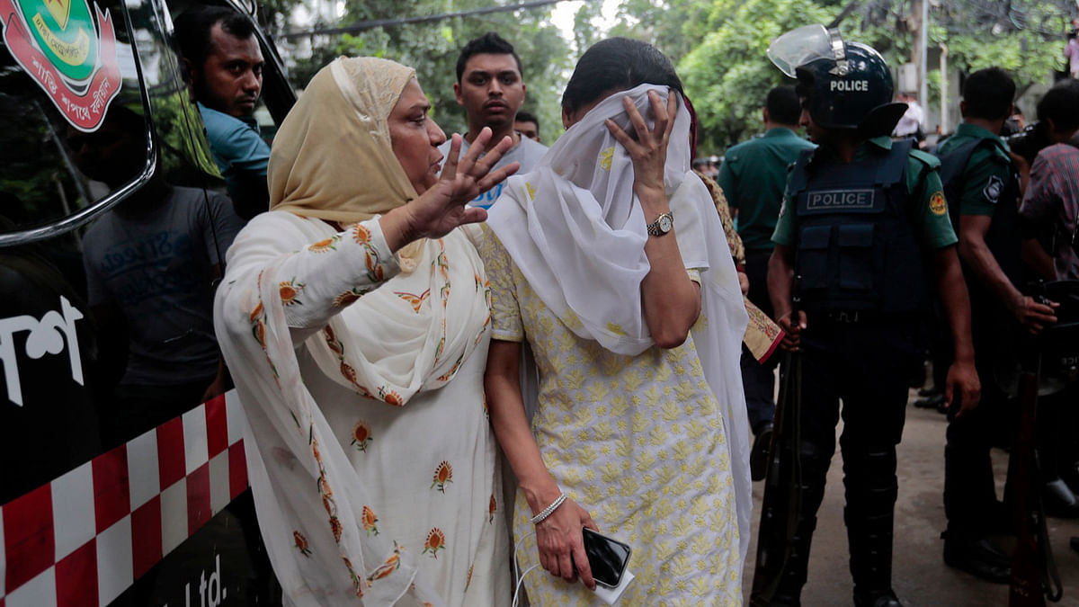 Bangladeshi women outside the Holey Artisan Bakery restaurant on 2 July, 2016. (Photo: AP)