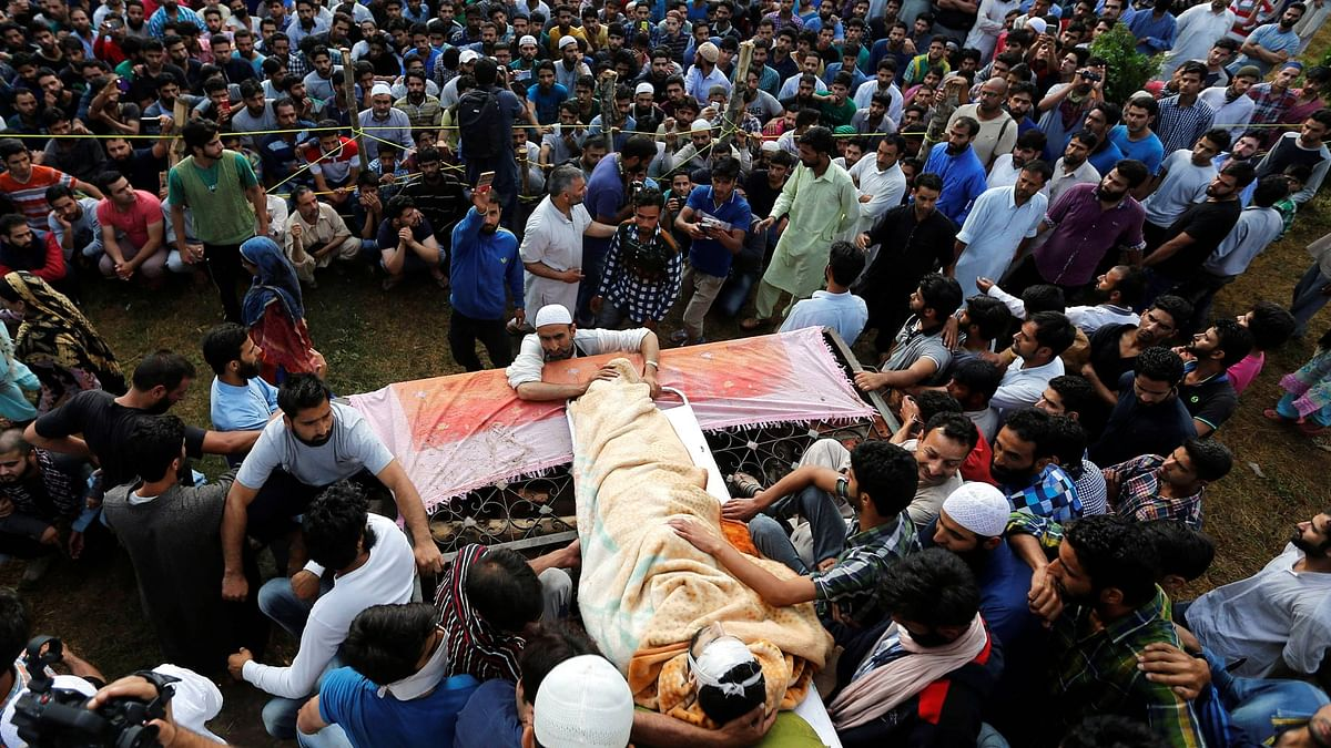 People in Kashmir joined the funeral of Burhan Wani by defying curfew restrictions. (Photo: Reuters)