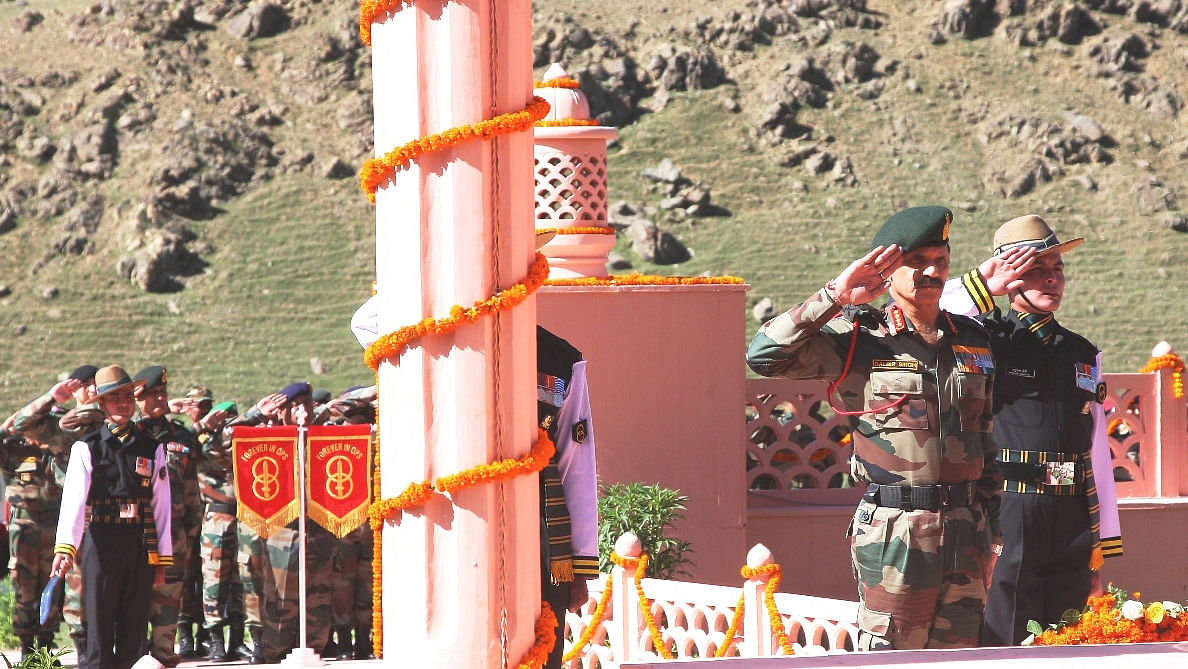 Chief of Army Staff General Dalbir Singh pays homage to  Kargil martyrs on the occasion of  Vijay Diwas at Kargil War Memorial in Drass on July 25, 2015. (Photo: IANS)