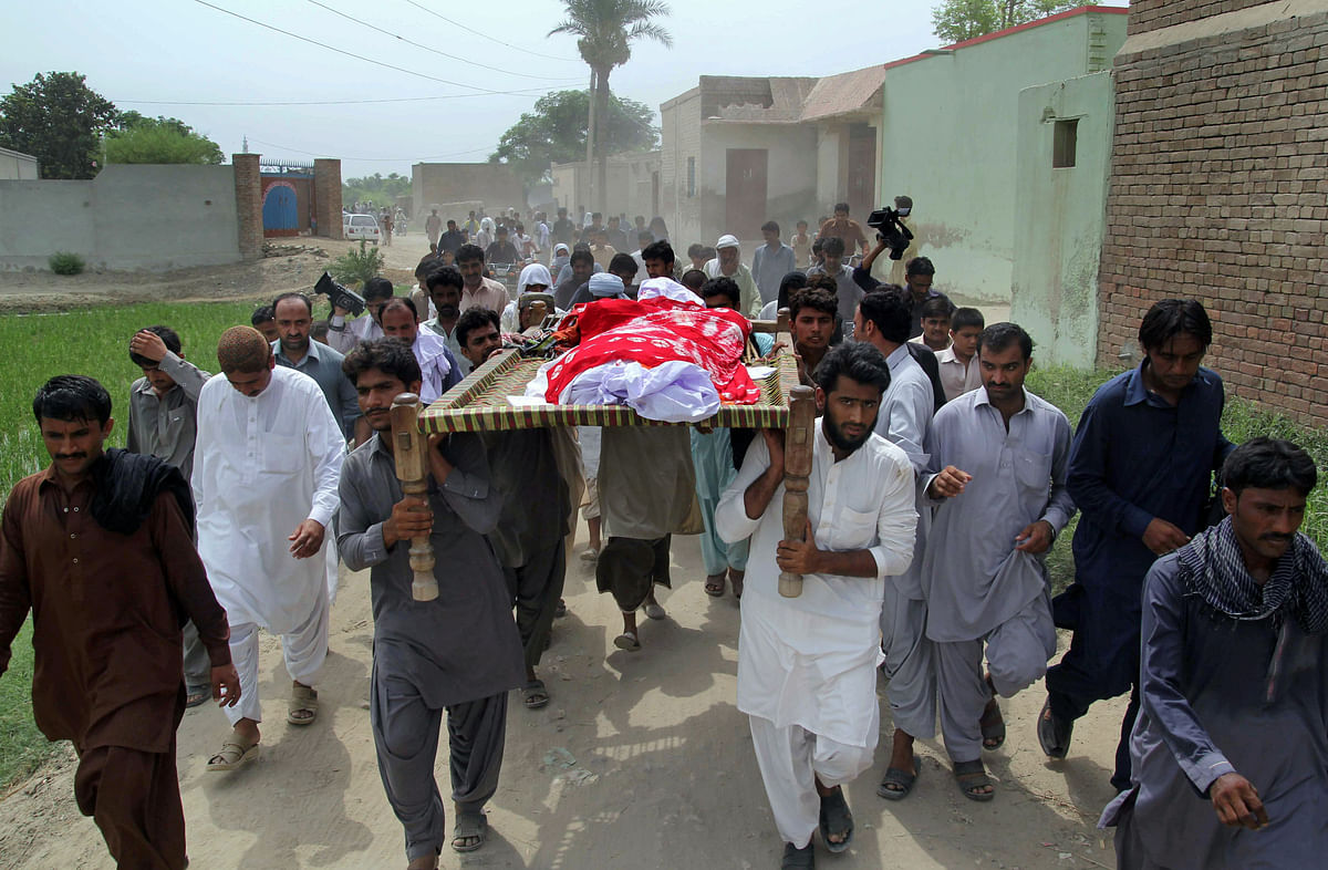 Qandeel Baloch's body being carried by relatives. Qandeel a social media celebrity, was strangled to death on 16 July, by her brother. (Photo: AP)