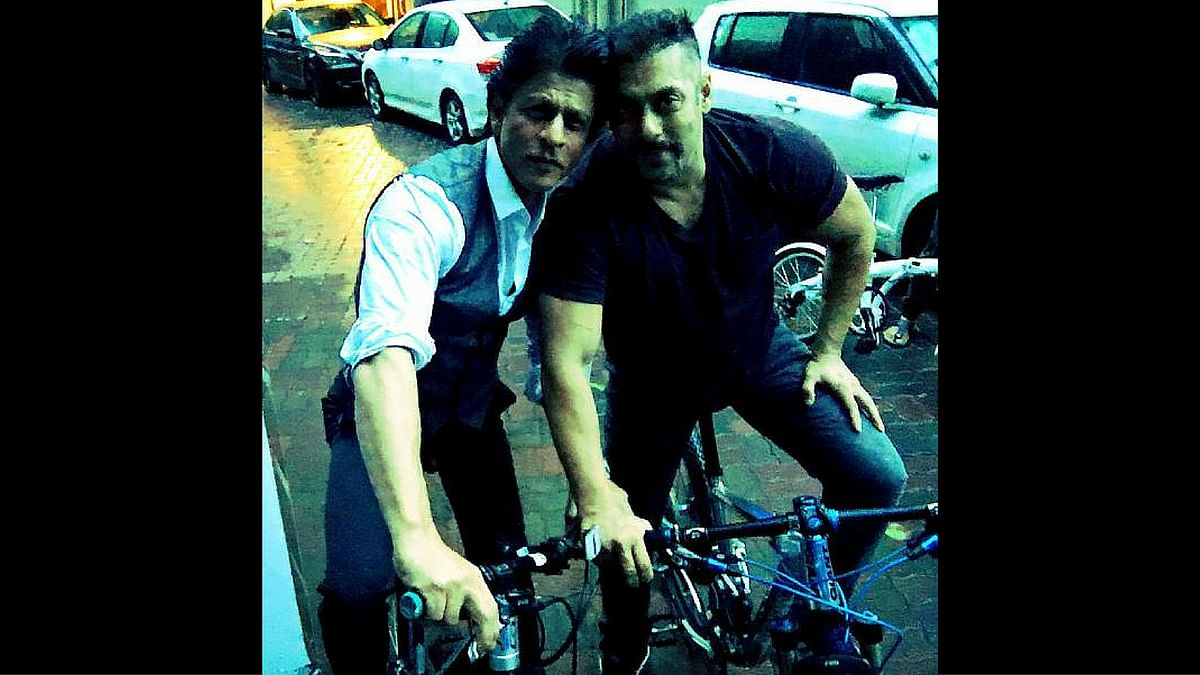 "Shah Rukh Khan and Salman Khan snapped together. (Photo Courtesy: <a href=""https://twitter.com/iamsrk?ref_src=twsrc%5Egoogle%7Ctwcamp%5Eserp%7Ctwgr%5Eauthor"">Twitter/iamsrk</a>)"