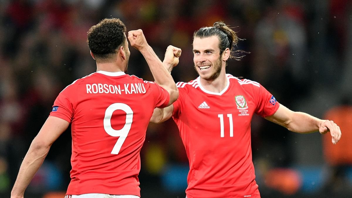 Wales' Hal Robson Kanu, left, celebrates with Gareth Bale after scoring his side's second goal during the Euro 2016. (Photo: AP)