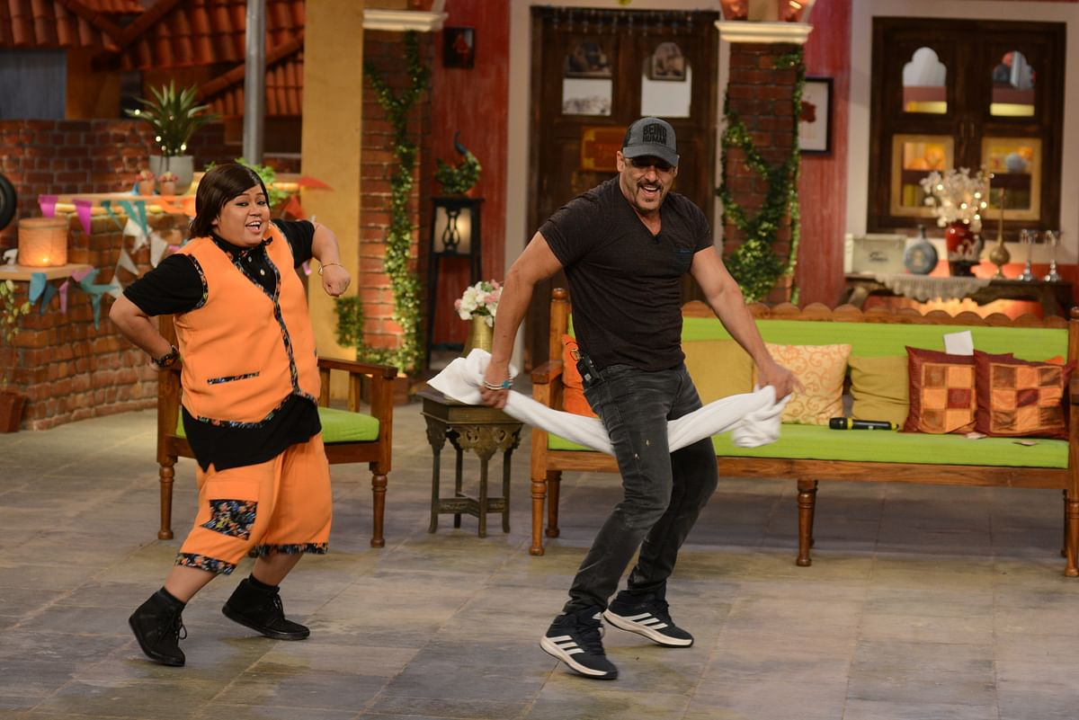 Bharti Singh and Salman Khan on the sets of Comedy Nights Live. (Photo Courtesy: Colors PR Team)