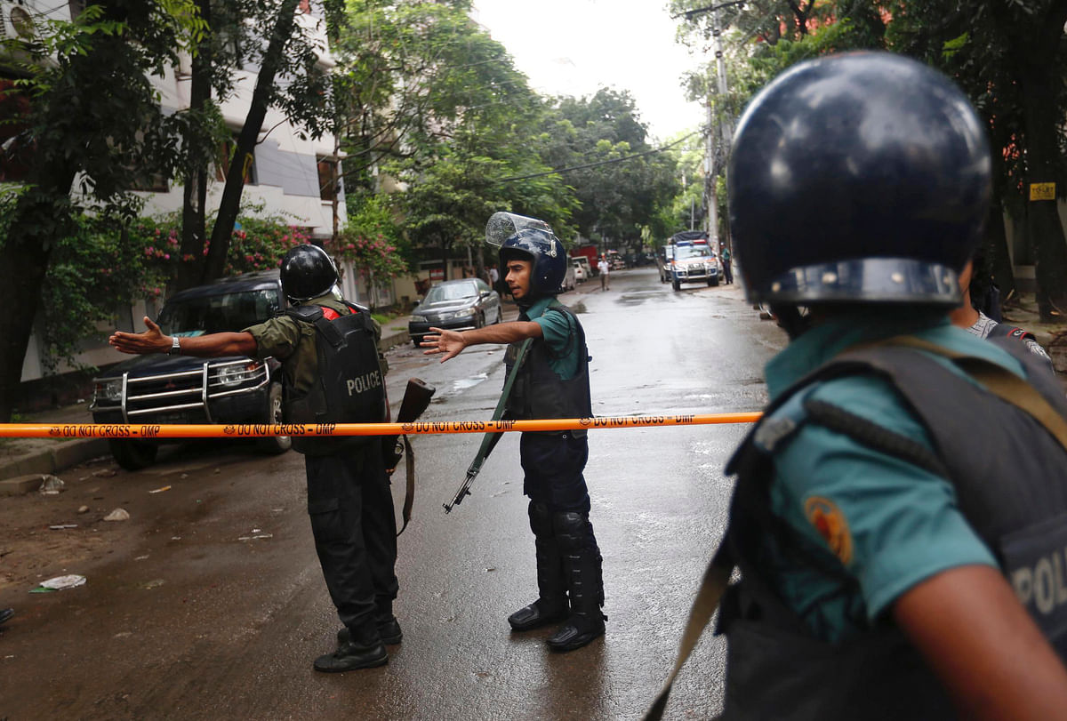 100 commandos launched an operation to rescue as many as 20 hostages in Dhaka on Saturday. (Photo: AP)