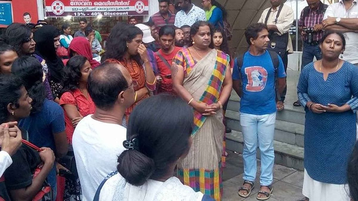 'Local' transgenders gather around Kochi's crowded transit to protest against 'Migrant' transgenders. (Photo Courtesy: <i>The News Minute</i>)