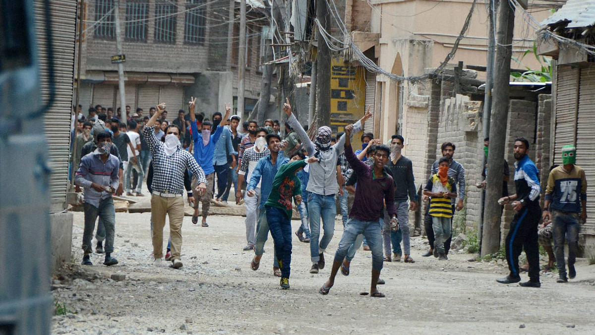 Rioters protesting against security personnel in Srinagar. (File photo: PTI)