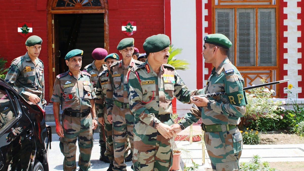 Army Chief General Dalbir Singh visits Chinar Corps base to review security situation in Kashmir. (Photo: IANS)