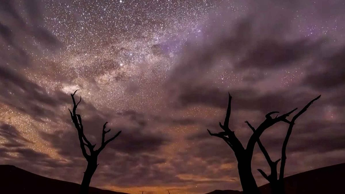 Amazing Timelapse of the Milky Way and a Storm Over Namib Desert