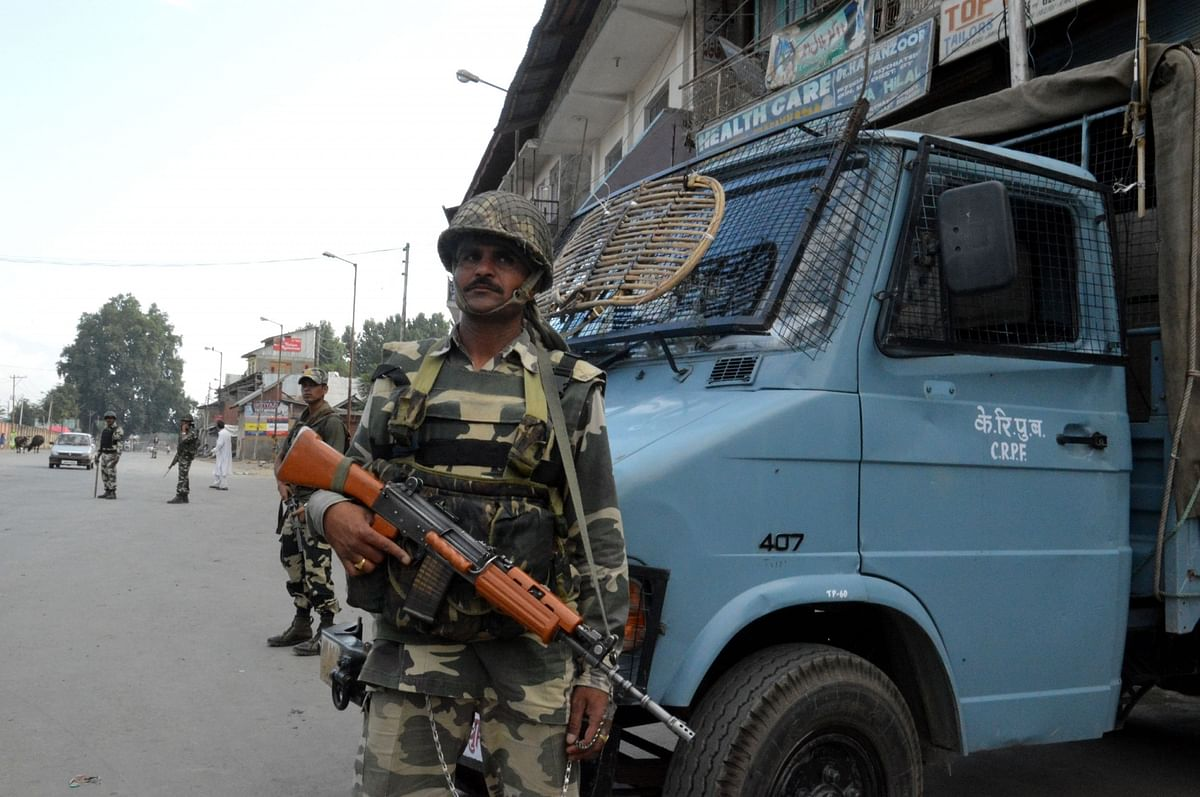 Security forces keep strict vigil in Srinagar as curfew continues in Kashmir valley on 19 July 2016 (Photo Courtesy: IANS)