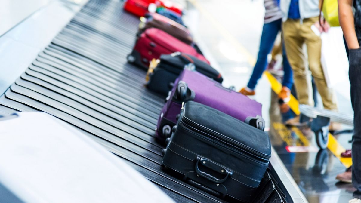 All domestic airlines allow free checked-in baggage up to 15 kg. (Photo: iStockphoto)