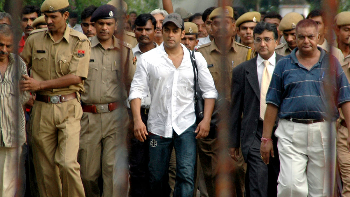 Salman Khan  is surrounded by police personnel as he walks out of a jail in Jodhpur, Rajasthan in 2007. (Photo: Reuters)
