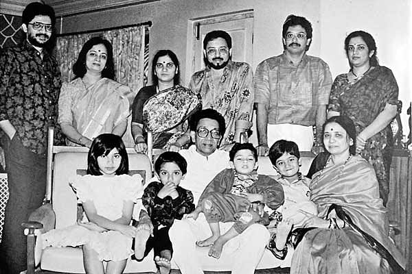 "An old picture of Thackeray family. Standing from the left: Jaidev, Smita, Madhavi, Bindumadhav, Uddhav and Rashmi. Sitting: Bal and Mina Thackeray with their grandchildren. (Photo Courtesy: <a href=""http://gossipkatta.com/facts-about-balasaheb-thackeray/"">gossipkatta.com</a>)"