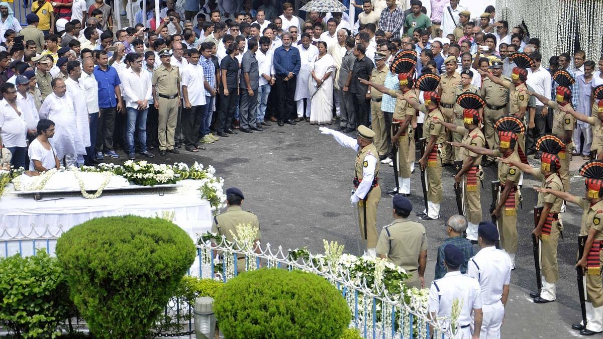 Kolkata Police present a  gun salute to eminent writer and social activist Mahasweta Devi,  at Rabindra Sadan during her funeral ceremony,  Kolkata, 29 July 2016.