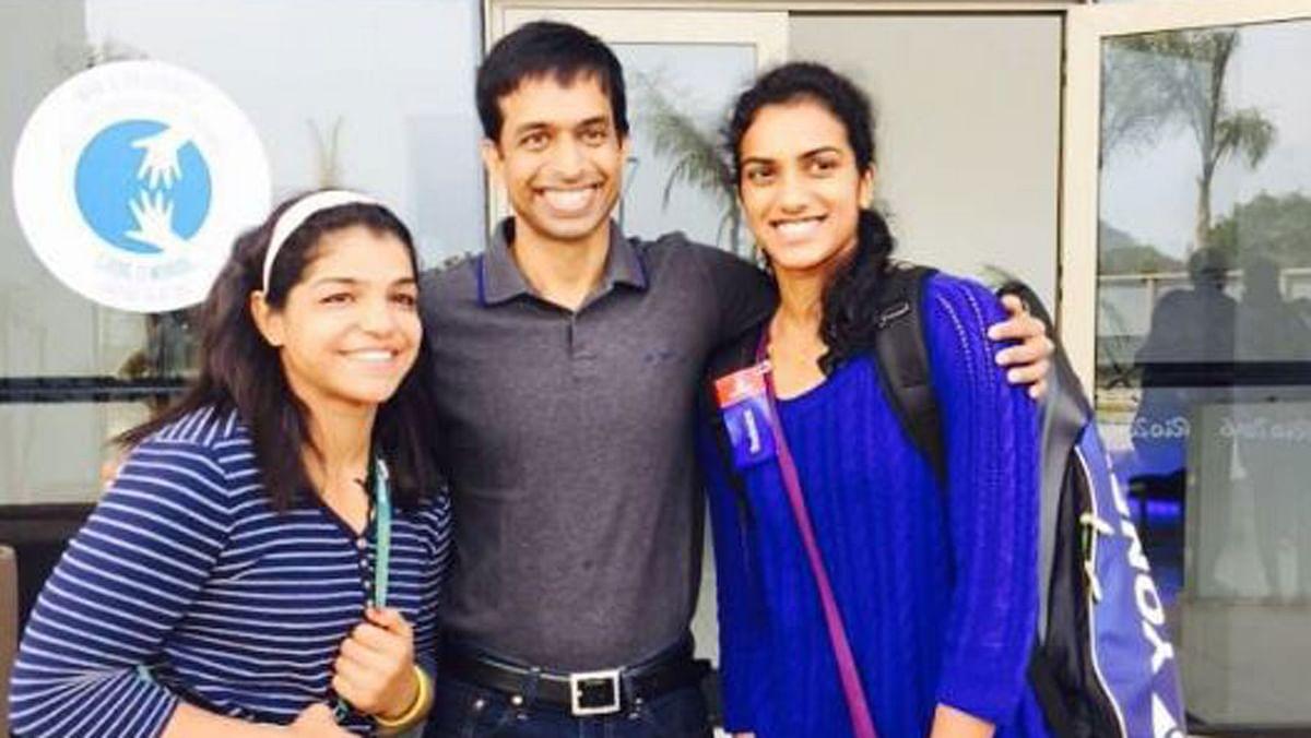 """Sakshi Malik, Pullela Gopichand and PV Sindhu at Rio. (Photo Courtesy: Twitter/<a href=""""https://twitter.com/SakshiMalik/status/767214518028136448"""">@SakshiMalik</a>)"""