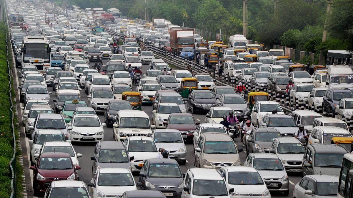 Commuters stuck in heavy traffic jam. (Photo: <i>PTI</i>)