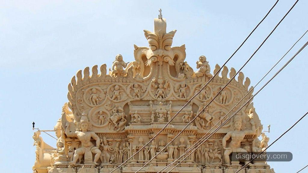 "Sri Padmanabhaswamy Temple Top. (Photo Courtesy: <a href=""http://disgiovery.com/misteri-harta-karun-kuil-sri-padmanabhaswamy/"">disgiovery.com</a>)"