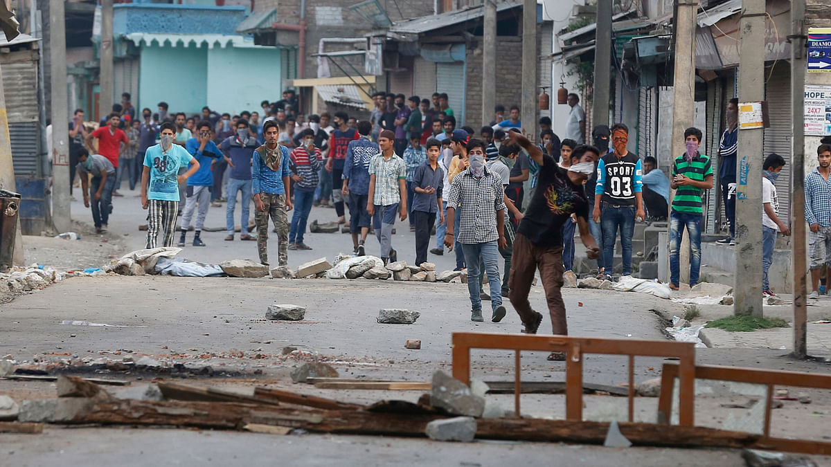 Stones have emerged as tools for the Kashmiri youth to express anger and anguish against complete denial by Delhi. (Photo: Daanish Bin Nabi/ <b>The Quint</b>)
