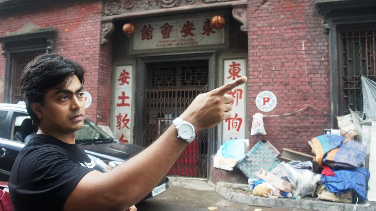 Iftekar Ahsan, who did the location hunt for the film 'Byomkesh' in front of now closed Nanking restaurant, Kolkata.  (Photo Courtesy: Sujoy Dhar/ <b>The Quint</b>)