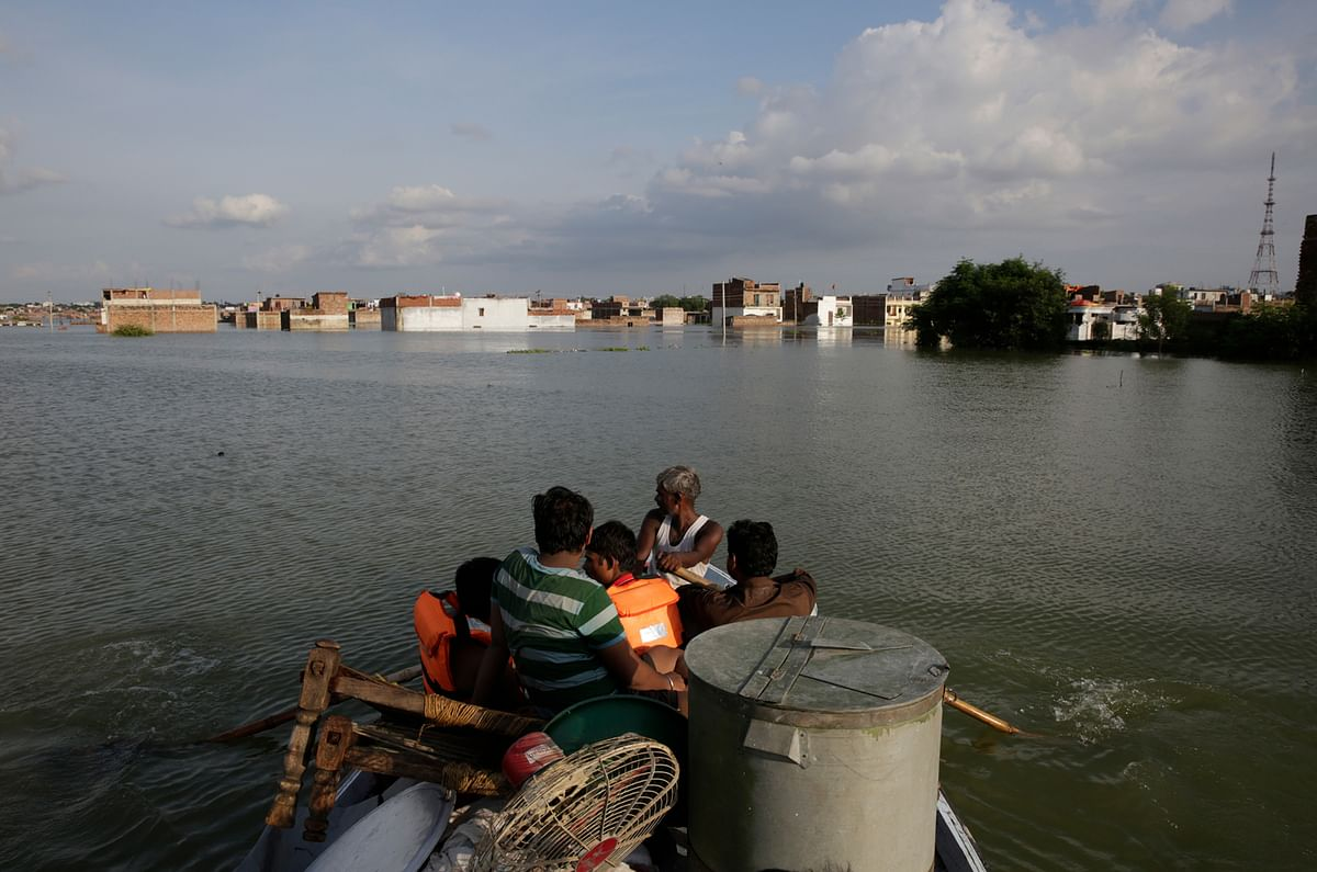 Rescuers shift residents to safer places following floods in the River Ganges in Allahabad.  (Photo: AP)