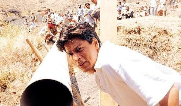 In <i>Swades</i>, Shah Rukh Khan harnesses the power of water to create a power generation facility in his village. (Photo: UTV Motion Pictures)