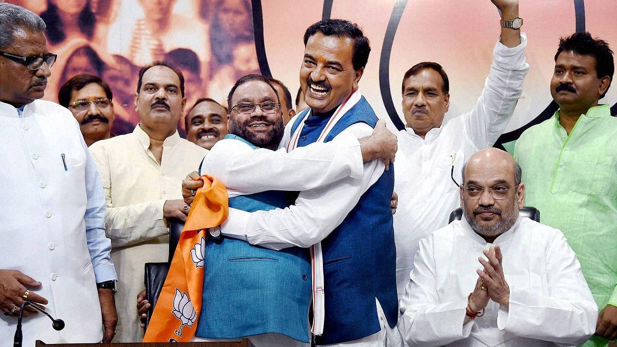 Uttar Pradesh BJP President Keshav Prasad Maurya greets Swami Prasad Maurya in the presence of  party president Amit Shah (right) in New Delhi, 8 August, 2016. (Photo: PTI)