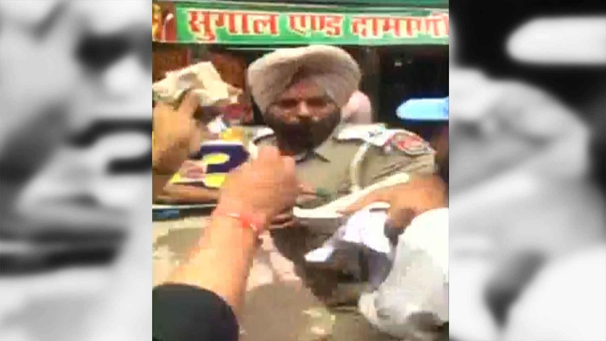 Traffic Cop Obstructs Gambling Activity, Gets Thrashed By Mafioso