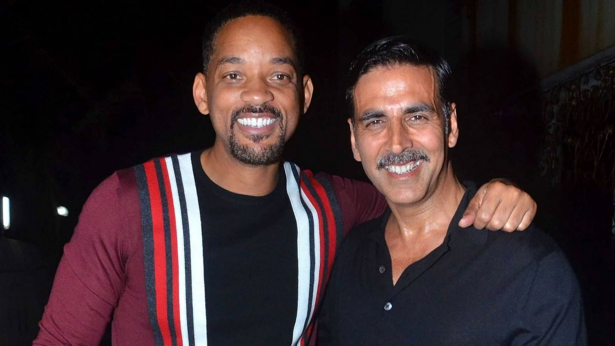 Will Smith and Akshay Kumar pose for the shutterbugs. (Photo: Yogen Shah)