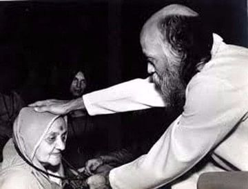 """Osho with his mother Saraswati Jain. (Photo Courtesy: <a href=""""http://www.oshozorbathebuddhaclub.com/2013/05/12/unusual-events-while-osho-is-in-his-mothers-womb/"""">oshozorbathebuddhaclub.com</a>)"""