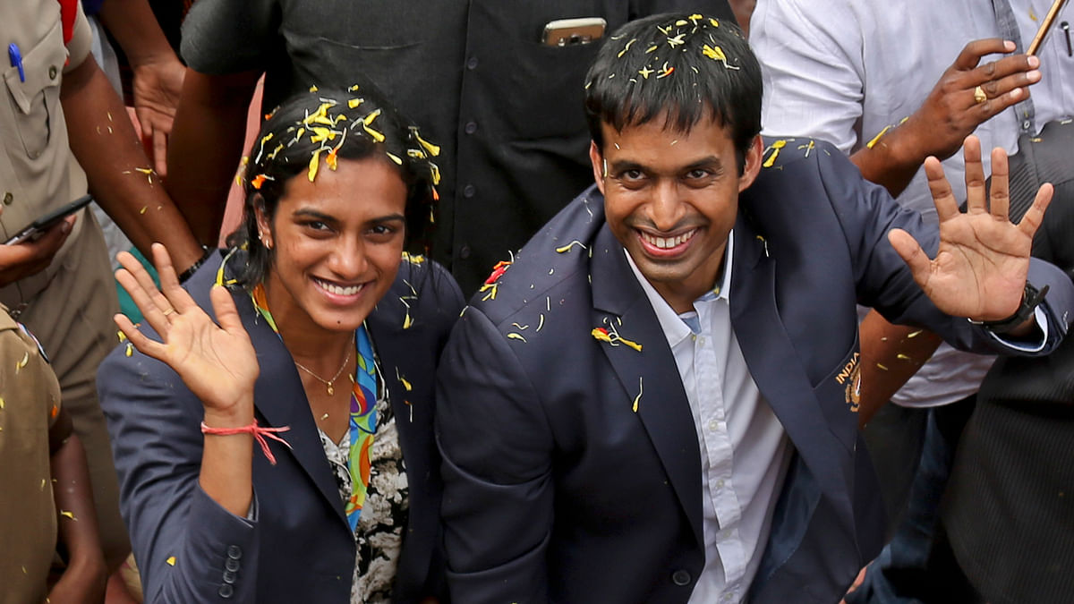 PV Sindhu (L) and Pullela Gopichand (R).