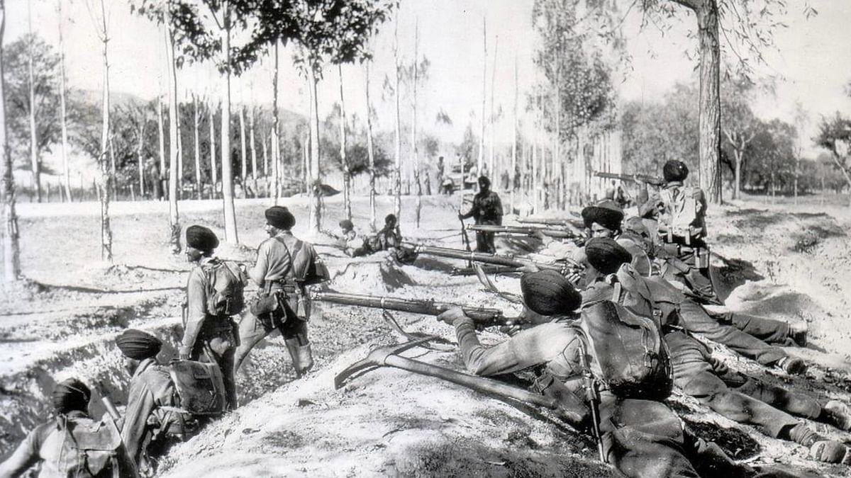 "Sikh troops in Baramulla, November 1947. (Photo Courtesy: <a href=""http://www.bharat-rakshak.com/ARMY/Galleries/Wars/1947/"">Bharat Rakshak</a>)"