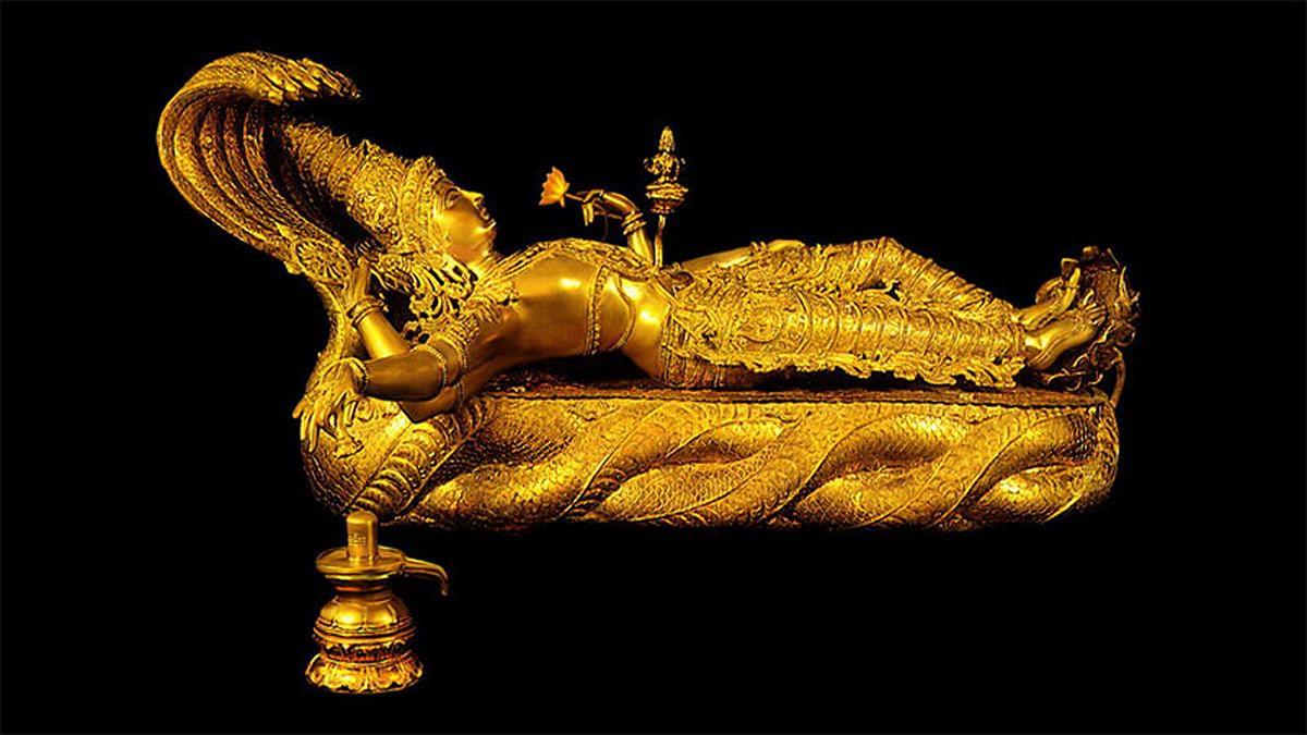 "Sri Padmanabhaswamy Temple, Mahavishnu Idol, 32kg. (Photo Courtesy: <a href=""http://disgiovery.com/misteri-harta-karun-kuil-sri-padmanabhaswamy/"">disgiovery.com</a>)"