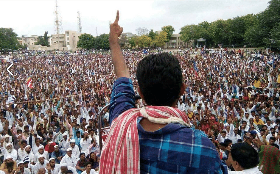 """On August 15, 2016, Jignesh Mevani administered a vow to nearly 20,000 people """"never to enter sewers and not to skin dead cattle."""" (Photo: Facebook/Jignesh Mevani)(Photo: Facebook/<a href=""""http://V"""">Jignesh Mevani</a>)"""