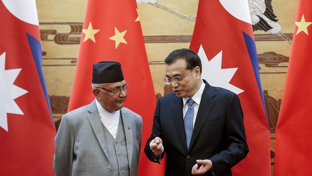 Chinese Premier Li Keqiang with former Nepal Prime Minister Khadga Prasad Oli, in Beijing, China, 21 March 2016  (Photo: AP)
