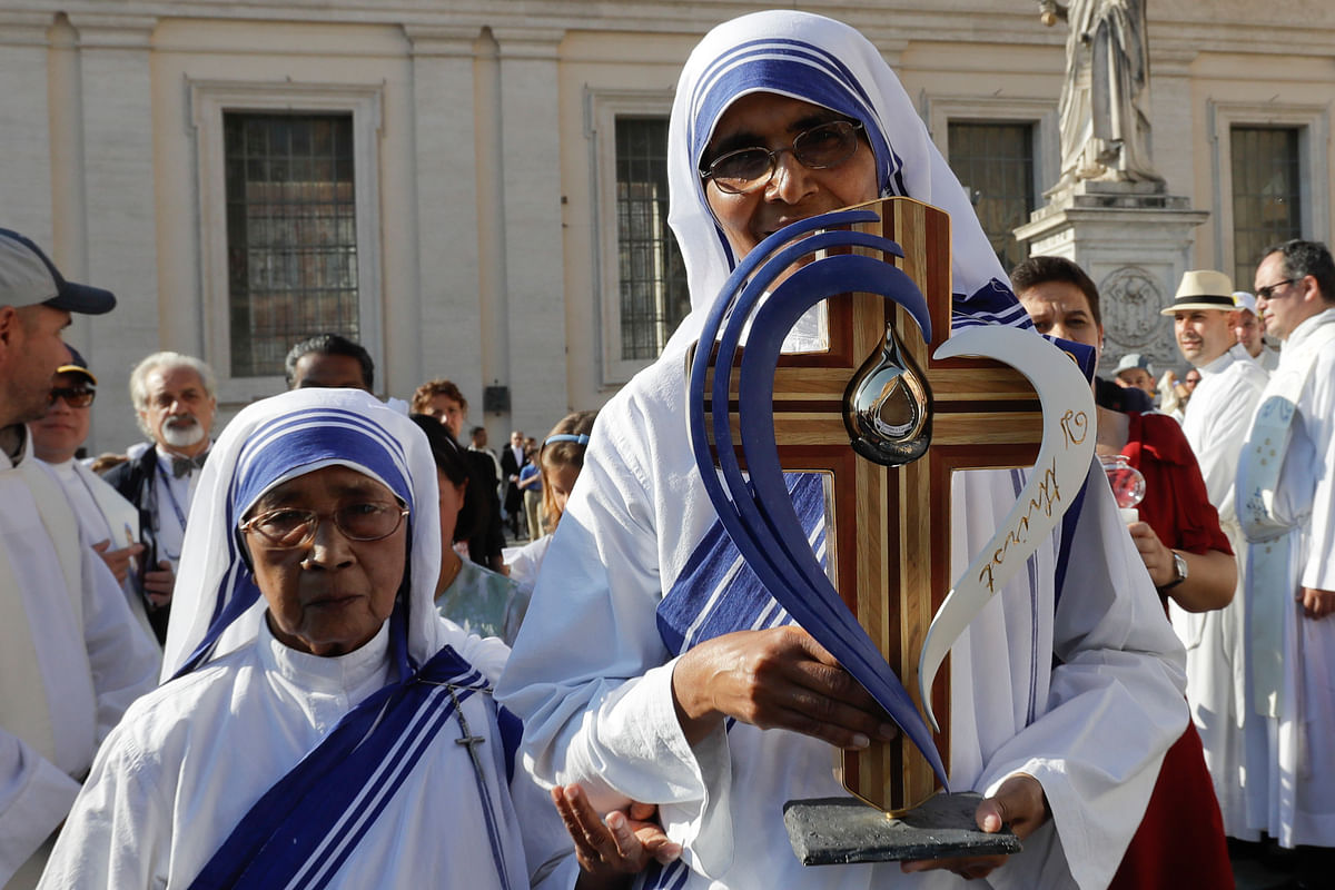 Nuns gather to celebrate Mother Teresa's canonisation in Vatican in Rome. (Photo: AP)