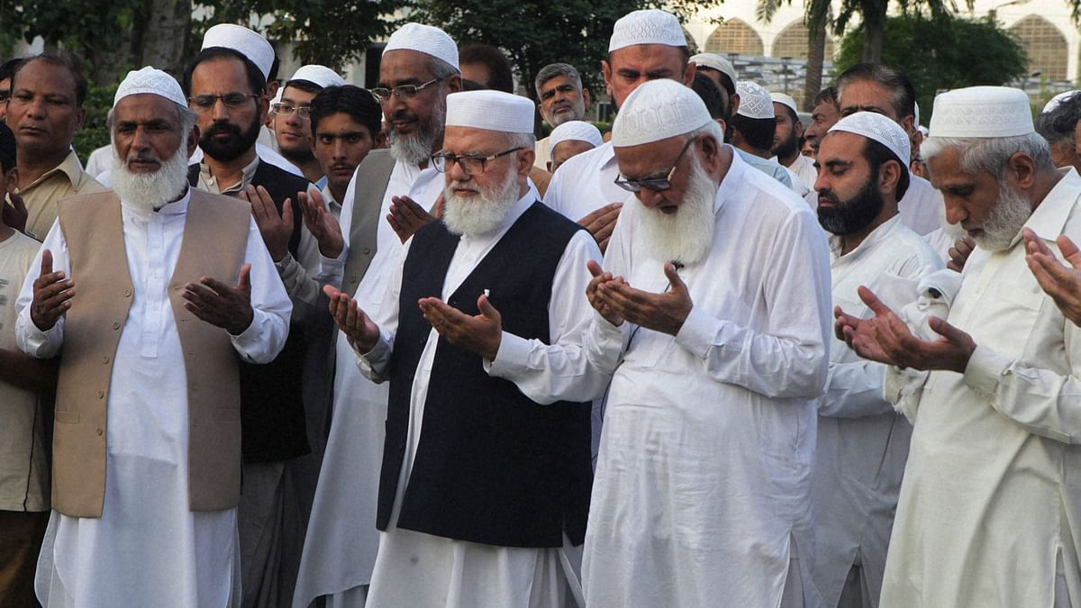 Supporters and Pakistani leaders of Jamaat-e-Islami  pray during a special prayers for Mir Quashem Ali, leader of the Bangladeshs largest Islamic party Jamaat-e-Islami. (Photo: PTI)