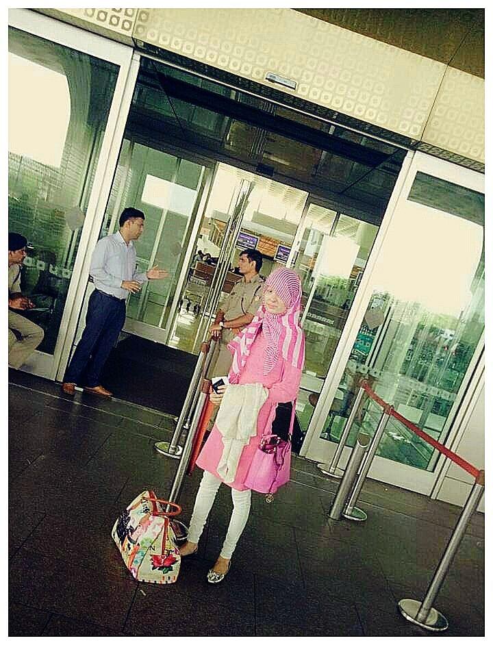 Reshma boarding her flight to New York on September 6. (Photo: Make Love Not Scars)