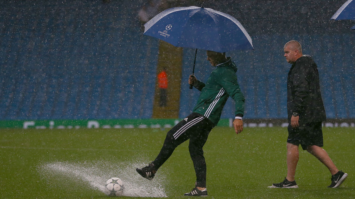 A match official during a pitch inspection before the washed-out Champions League match between Manchester City and Borussia Moenchengladbach in Manchester, England. (Photo: AP)