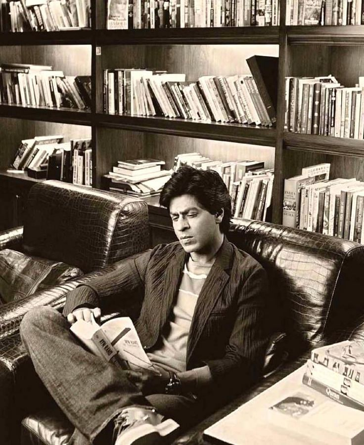 """Shah Rukh likes to be well-informed. (Photo Courtesy: <a href=""""https://twitter.com/search?f=images&amp;vertical=default&amp;q=Shah%20rukh%20khan%20reading&amp;src=typd"""">Twitter</a>)"""